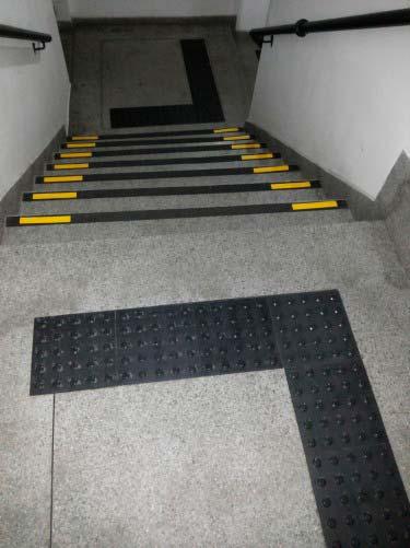 Instalações de pisos táteis